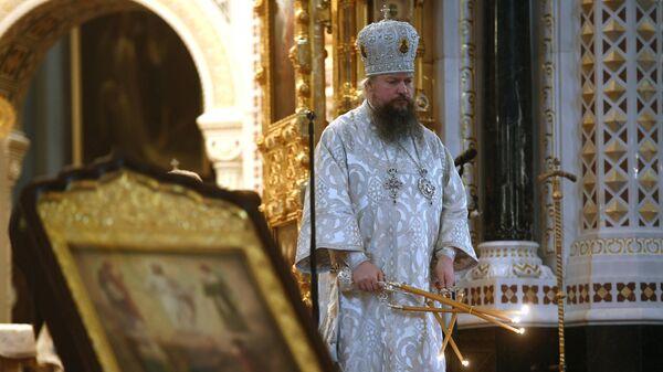 Митрополит Воскресенский Дионисий во время отпевания протоиерея Димитрия Смирнова в храме Христа Спасителя