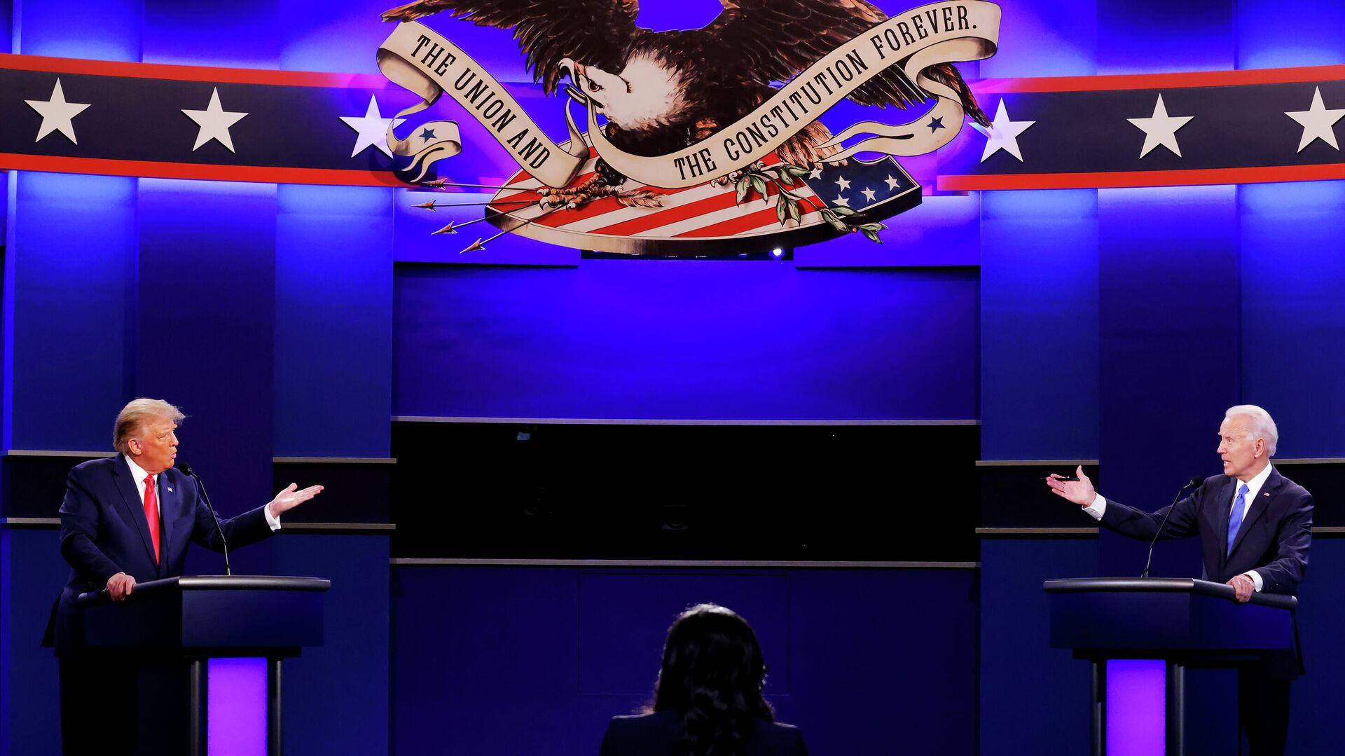 Президент США Дональд Трамп и кандидат в президенты США от Демократической партии Джо Байден во время финальных дебатов в Нэшвилле - РИА Новости, 1920, 23.10.2020
