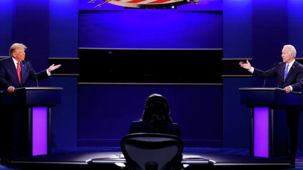 Президент США Дональд Трамп и кандидат в президенты США от Демократической партии Джо Байден во время финальных дебатов в Нэшвилле