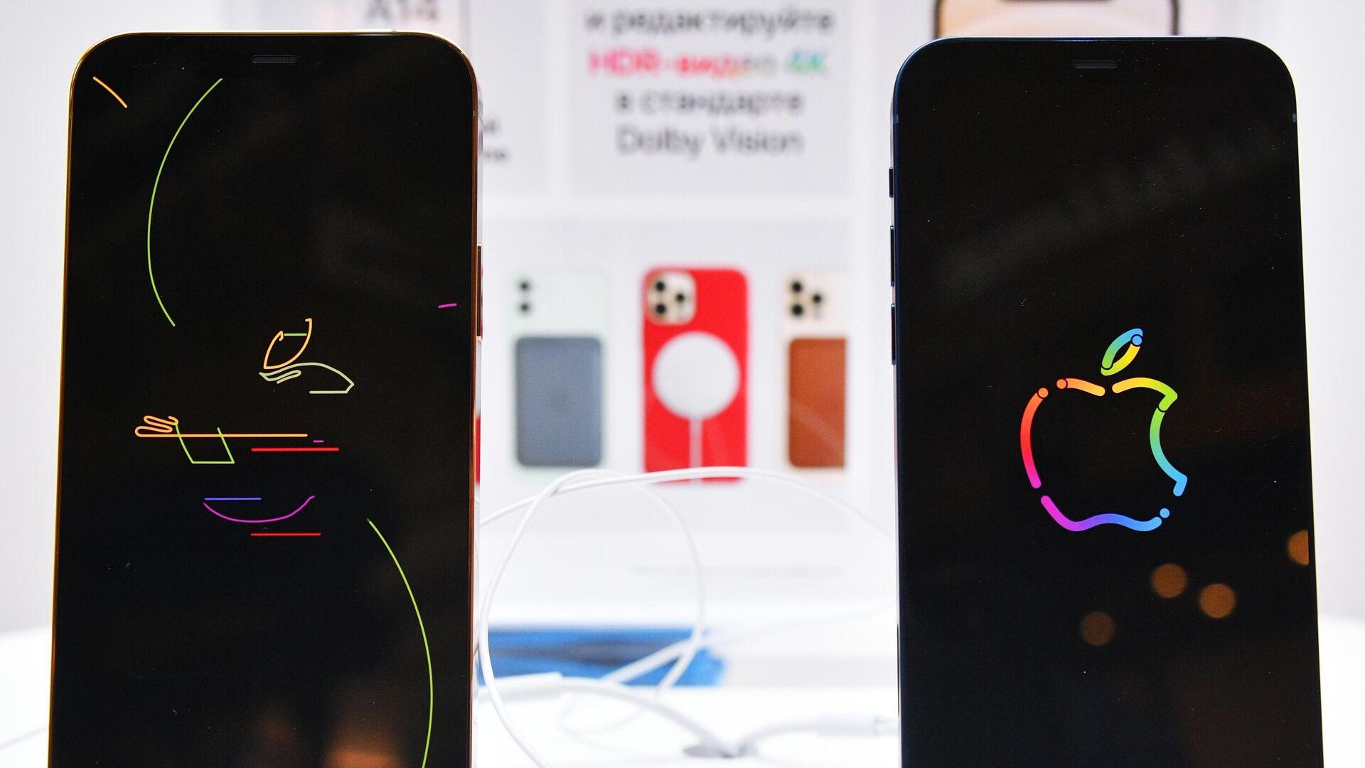 Заставки на экранах новых смартфонов компании Apple в магазине re:Store - РИА Новости, 1920, 28.01.2021