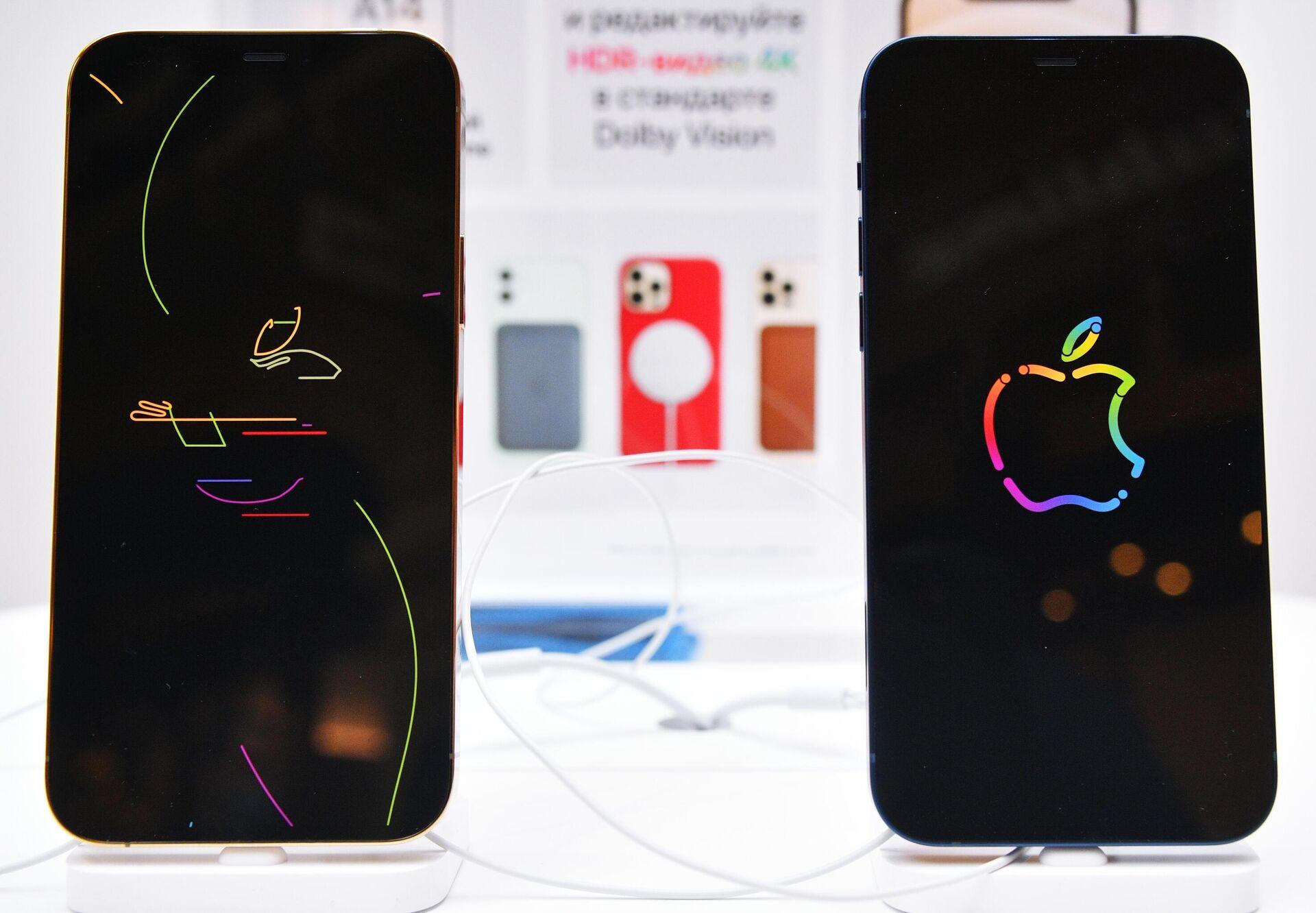 Заставки на экранах новых смартфонов компании Apple в магазине re:Store - РИА Новости, 1920, 30.10.2020