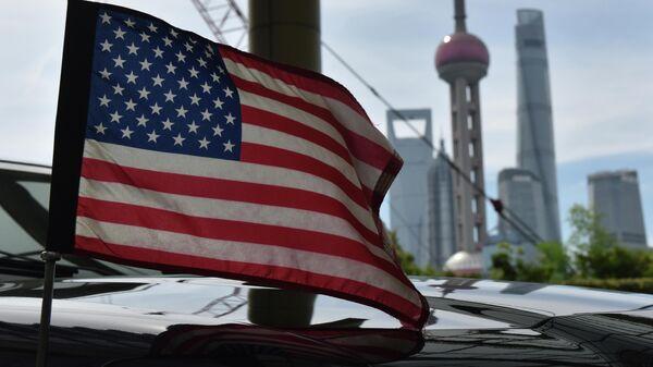 Флаг на автомобиле консульства США в Шанхае