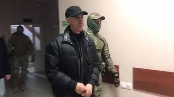 Бизнесмен Анатолий Быков, подозреваемый в организации двойного убийства в 1994 году, во время избрания меры пресечения в Красноярске. Стоп-кадр видео