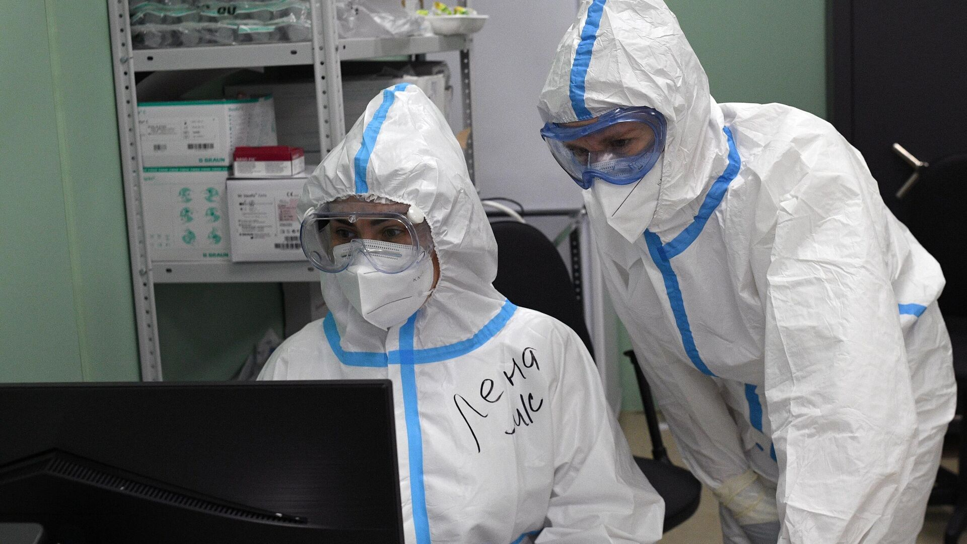 Медицинские работники во временном госпитале COVID-19 на ВДНХ в Москве - РИА Новости, 1920, 24.10.2020