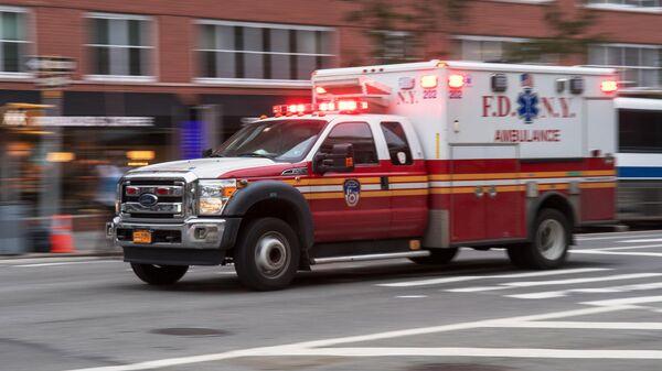 Автомобиль скорой помощи на улице Нью-Йорка