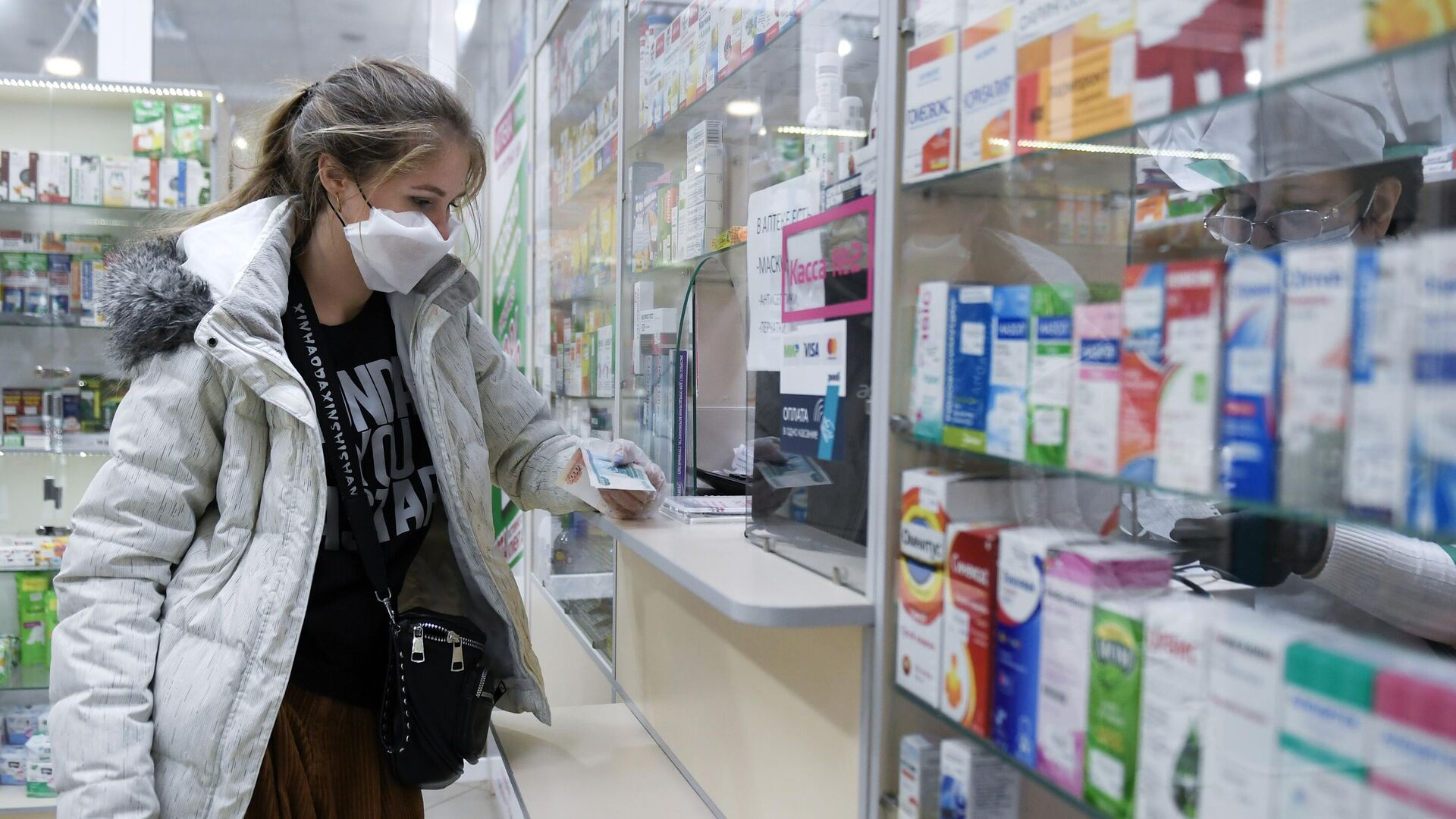 Покупка лекарств в одной из аптек Симферополя - РИА Новости, 1920, 27.10.2020