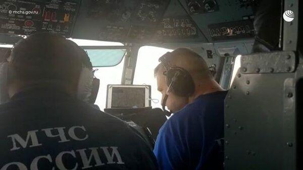 Кадры облета Азовского моря в поисках пропавших моряков после взрыва на танкере