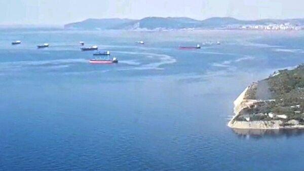 Поиск пропавших матросов с помощью 2 вертолетов МИ-8 в Азовском море, где находится танкер Генерал Ази Асланов