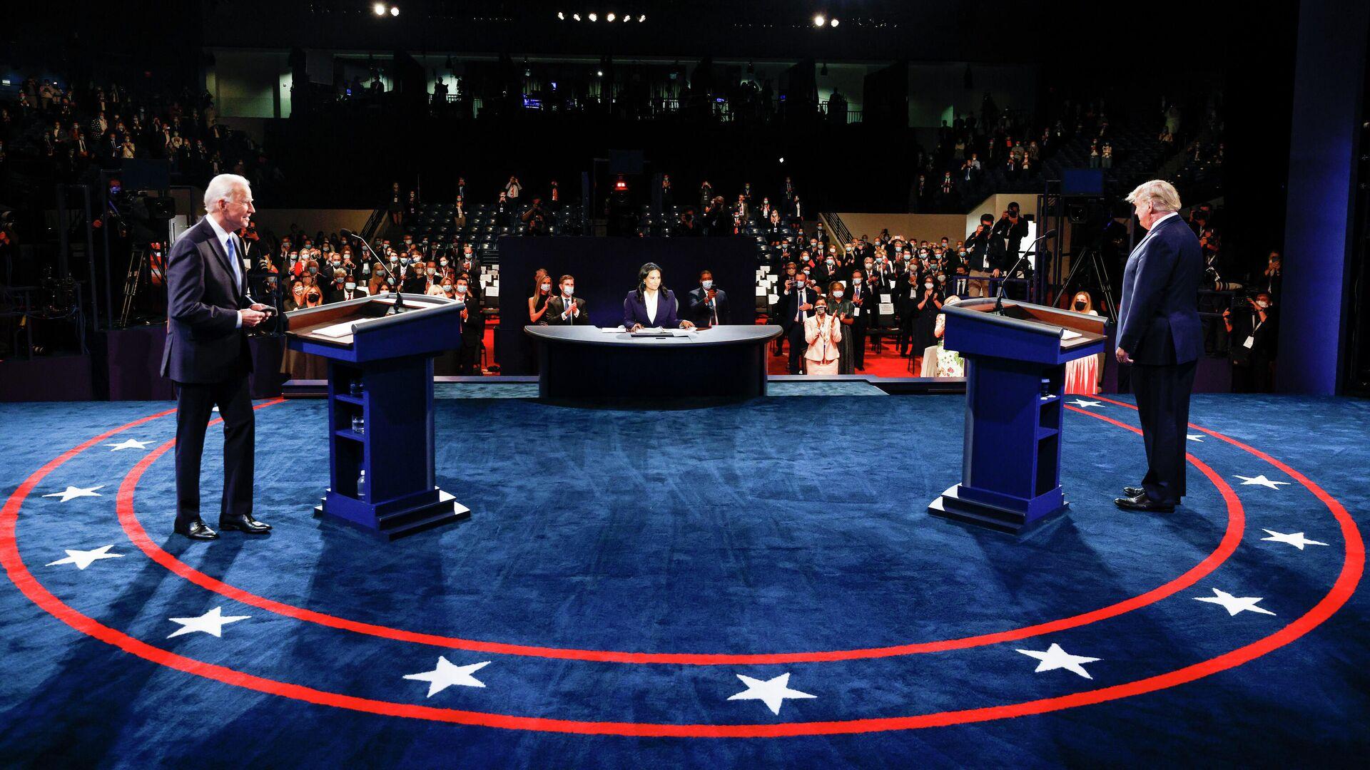 Президент США Дональд Трамп и кандидат в президенты США от Демократической партии Джо Байден во время финальных дебатов в Нэшвилле - РИА Новости, 1920, 26.10.2020