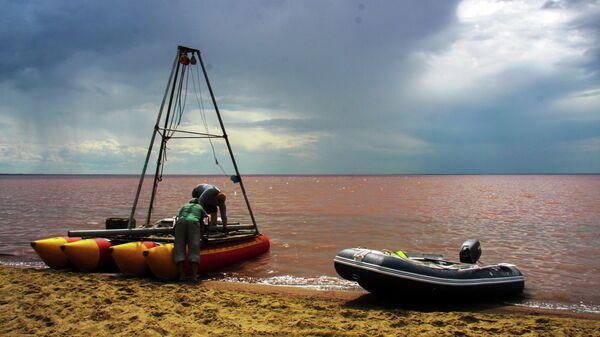 Платформа для бурения на озере Кучук, Алтайский край