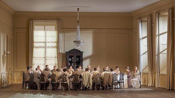 Сцена из оперы Егений Онегин в Венской государственной опере