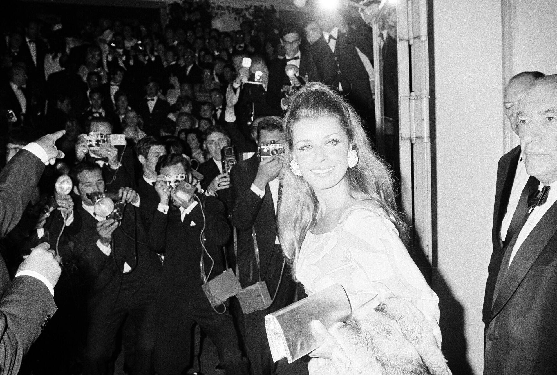 Австрийская актриса Сента Бергер на кинофестивале в Каннах 23 мая 1968  - РИА Новости, 1920, 26.10.2020