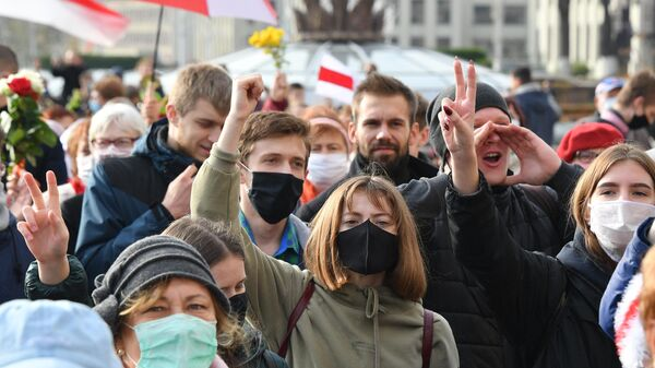 Участники марша пенсионеров, врачей и студентов, который прошел от Дома правительства до площади Якуба Коласа в Минске