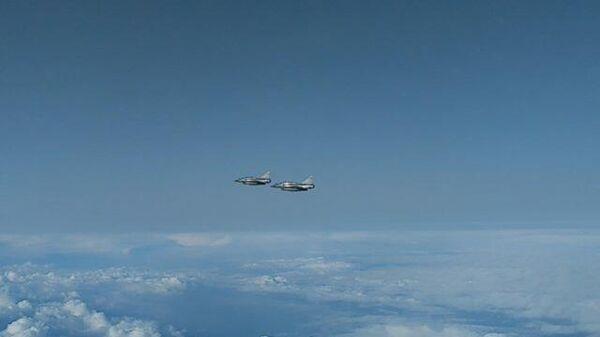 Су-27 перехватил истребителей ВВС Франции над Черным морем. Кадры Минобороны РФ