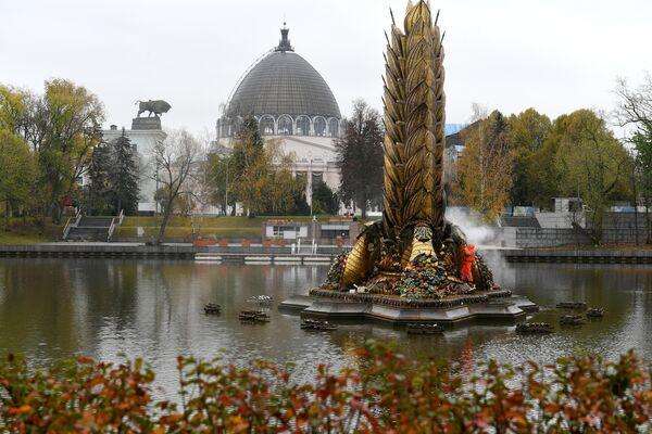 Консервация фонтана Золотой колос на ВДНХ