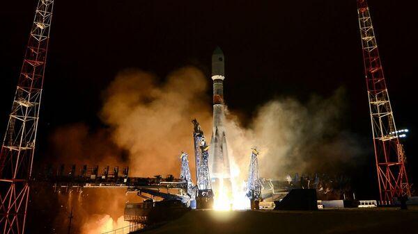 Пуск ракеты-носителя Союз-2 с космическим аппаратом нового поколения системы Глонасс-К