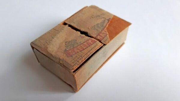 Найденный спичечный коробок с письмом в церкви Святого Иакова в Антверпене, Бельгия