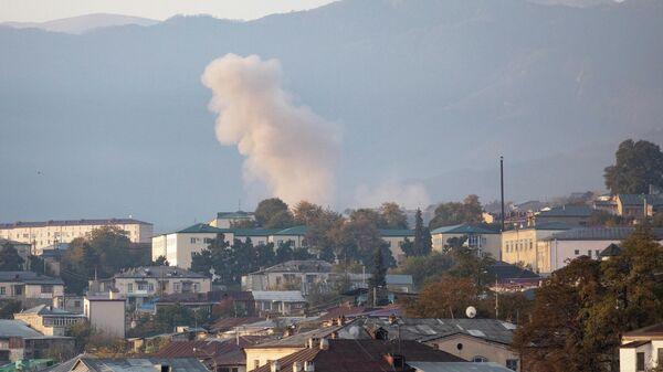 Дым от попадания снаряда в пригороде Степанакерта