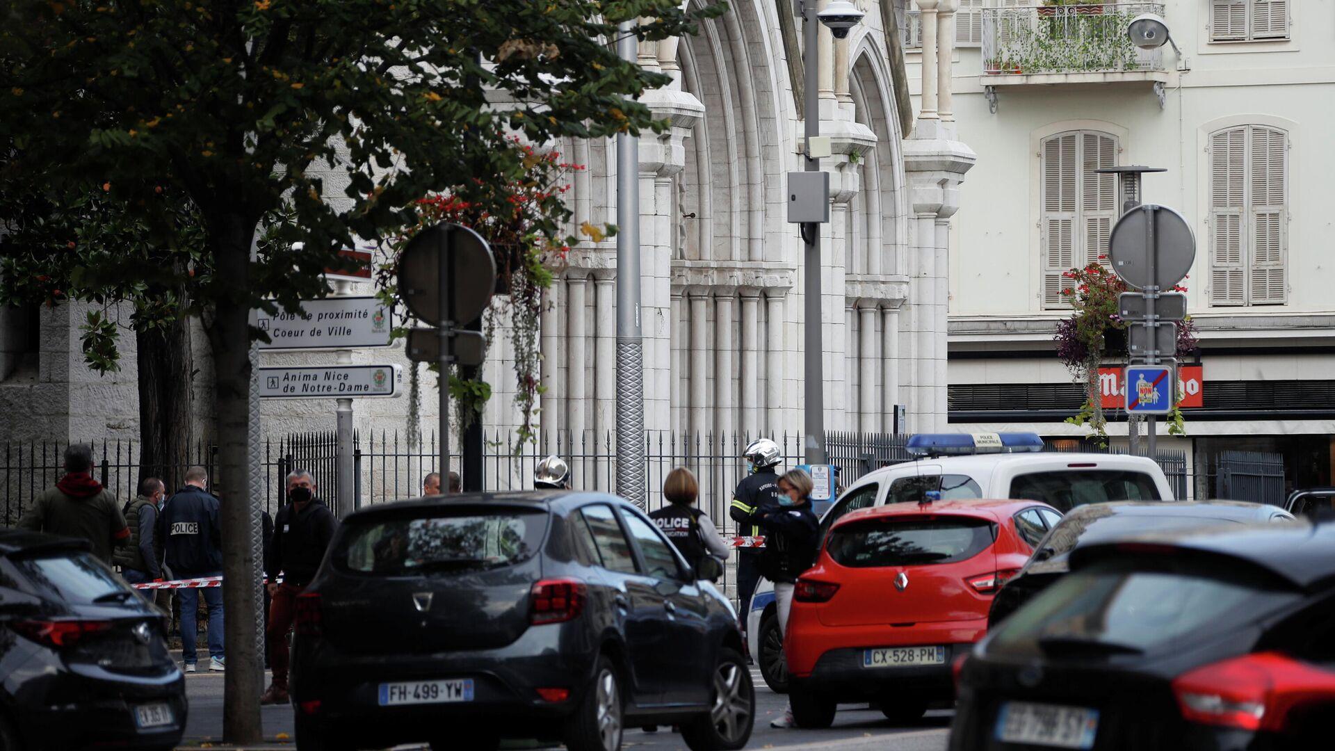 Полиция на месте нападения возле церкви Нотр-Дам в Ницце - РИА Новости, 1920, 29.10.2020