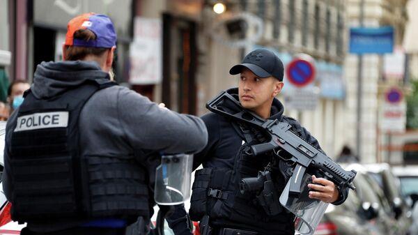 Сотрудники французских спецслужб
