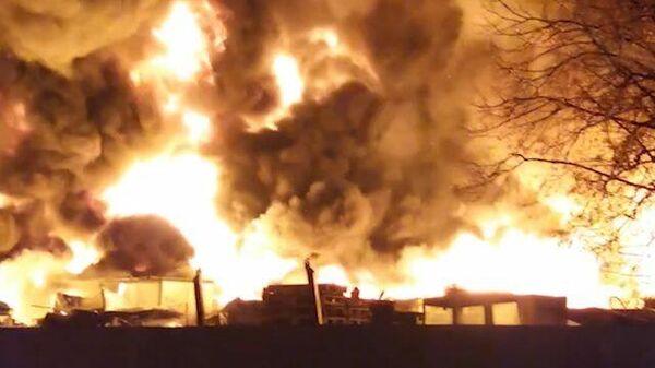 Пожар на складе пластика под Рузой