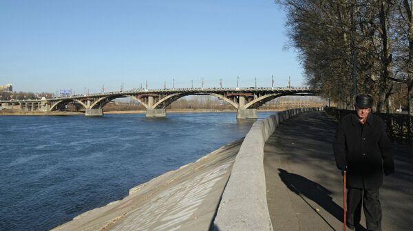 Мост через реку Ангара в Иркутске.