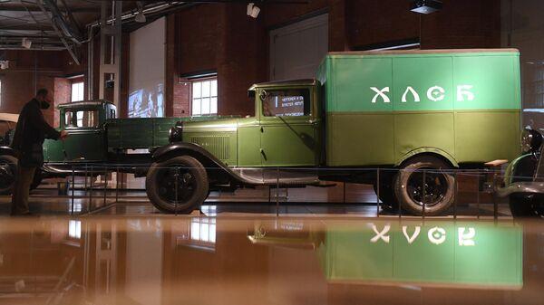 Хлебный фургон ГАЗ-АА из фильма Место встречи изменить нельзя. Выставка Дом для машин. Бахметьевский и другие гаражи в Москве
