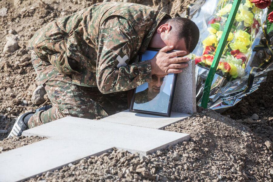 Похороны военнослужащего в Степанакерте
