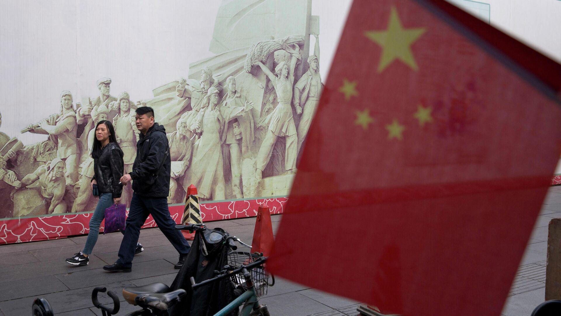Покупатели в торговом центре в Пекине, КНР - РИА Новости, 1920, 31.10.2020