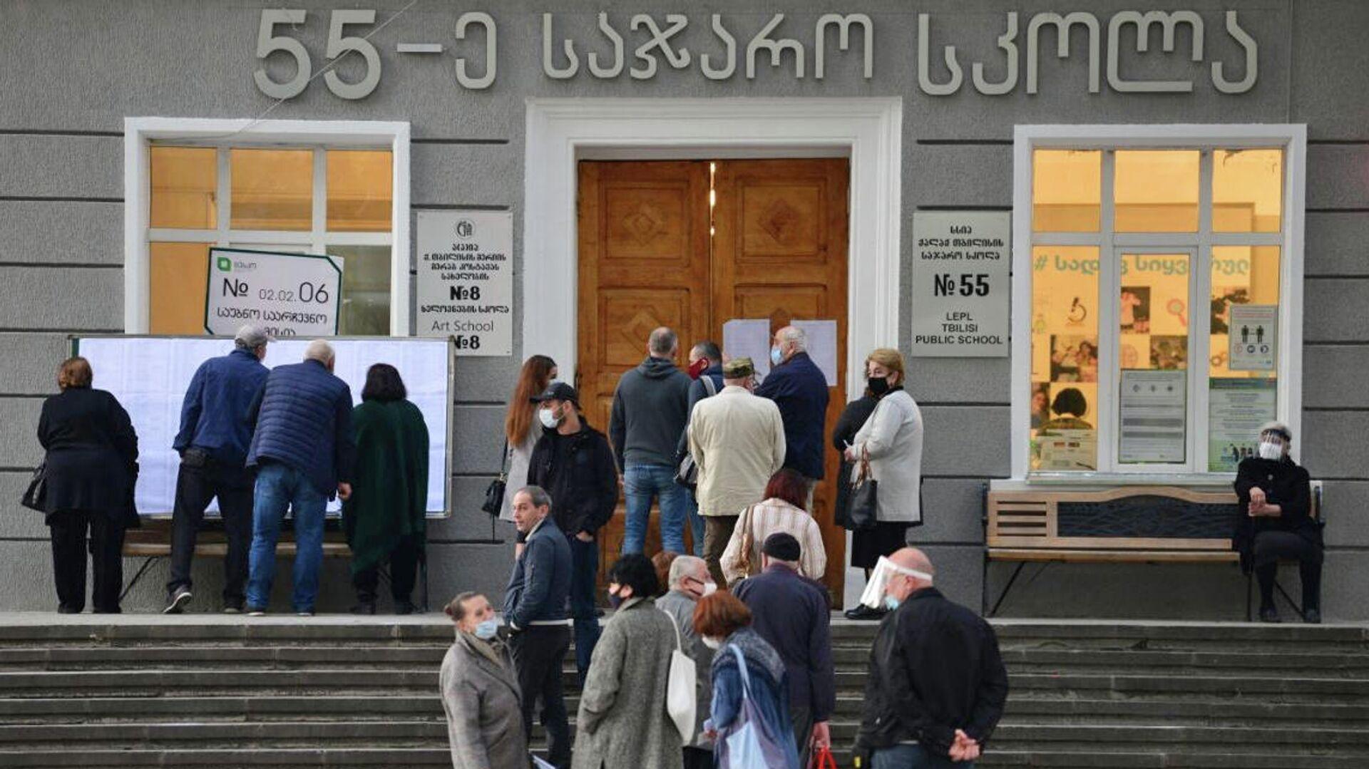 Избиратели принимают участие в парламентских выборах в Грузии - РИА Новости, 1920, 03.10.2021