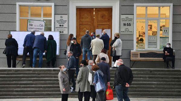 Избиратели принимают участие в парламентских выборах в Грузии