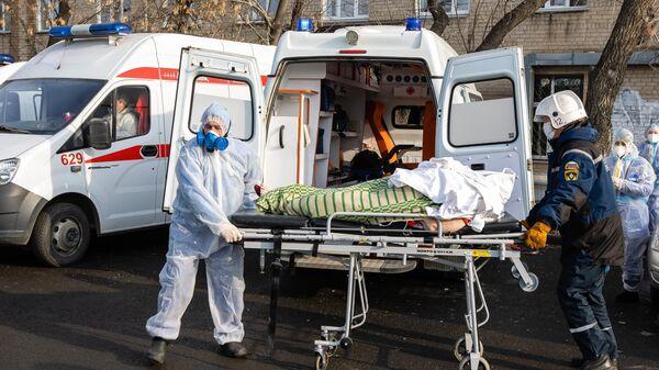 Эвакуация пациентов 2-й городской больницы Челябинска, где из-за разгерметизации кислородного оборудования произошли взрыв и возгорание