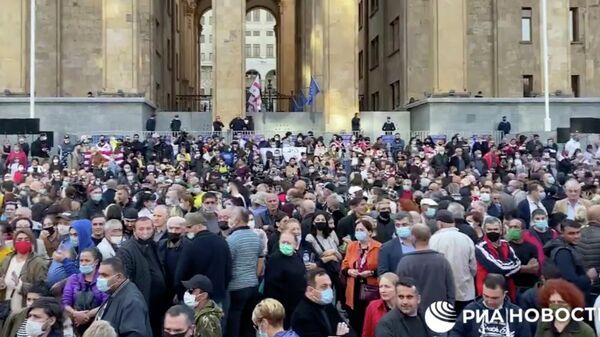 Акция протеста оппозиции в Тбилиси. Стоп-кадр видео