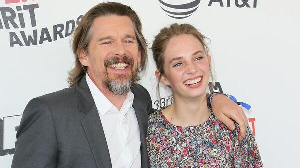 Итан Хоука с дочерью Майей
