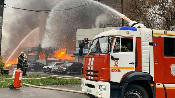 Пожар на складе с газовыми баллонами на улице Газопровод (район Чертаново Южное). Москва