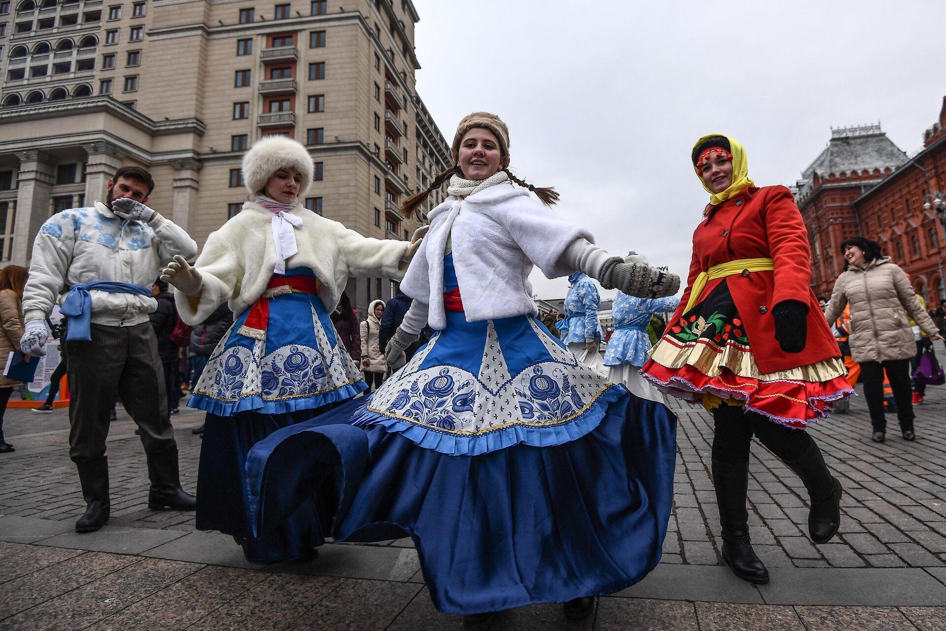 Участники фестиваля День народного единства на Манежной площади в Москве - РИА Новости, 1920, 13.10.2021