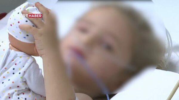 Кадры чудом спасенной из-под завалов трехлетней девочки в Измире