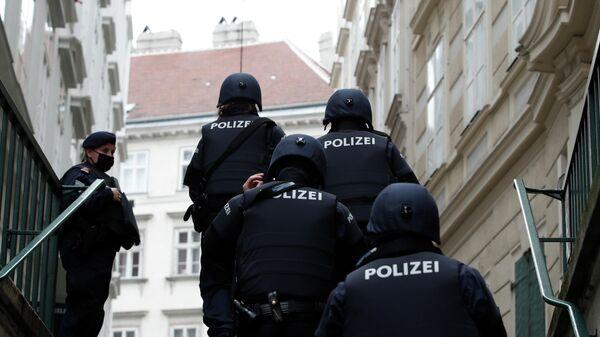 Сотрудники австрийской полиции