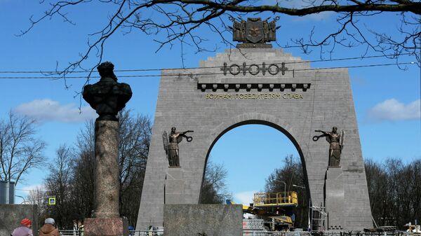 Строительство Арки Победы в пригороде Санкт-Петербурга