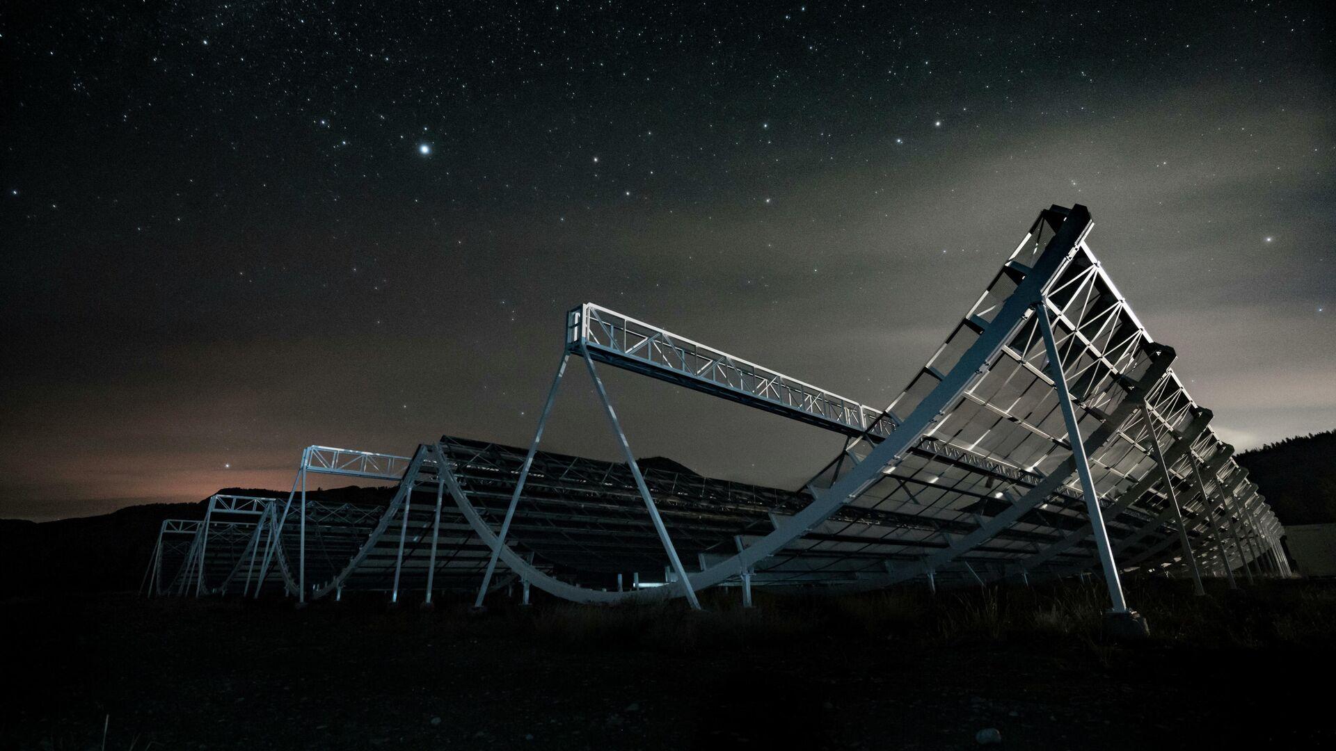 Радиотелескоп CHIME, с помощью которого был зафиксирован быстрый радиовсплеск FRB 200428 - РИА Новости, 1920, 04.11.2020