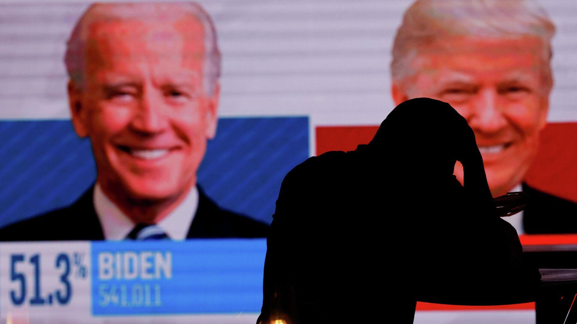 Экран с предварительными итогами голосования на президентских выборах в Сан-Диего, США - РИА Новости, 1920, 05.11.2020