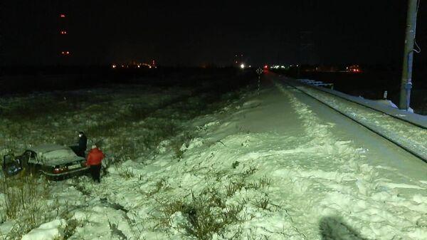 Легковушка, столкнувшаяся с пассажирским поездом в ЯНАО. Водитель автомобиля погиб
