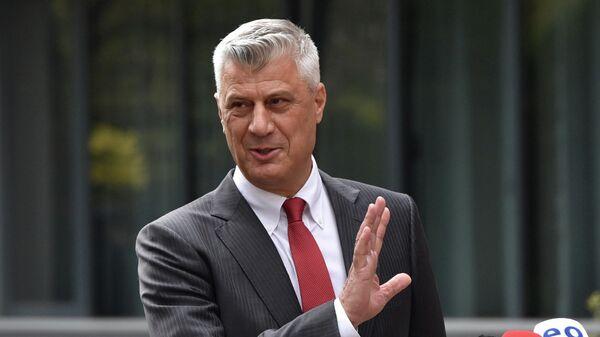 Хашим Тачи после пресс-конференции, на которой он подал в отставку с поста президента Самопровозглашенной республики Косово