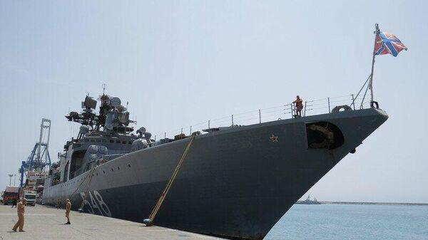 Большой противолодочный корабль Адмирал Пантелеев в порту Лимасол