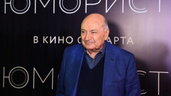 Писатель-сатирик Михаил Жванецкий на премьере фильма Юморист