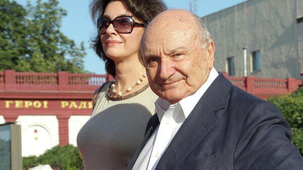 Писатель-сатирик Михаил Жванецкий с супругой Натальей на церемонии открытия Одесского международного кинофестиваля