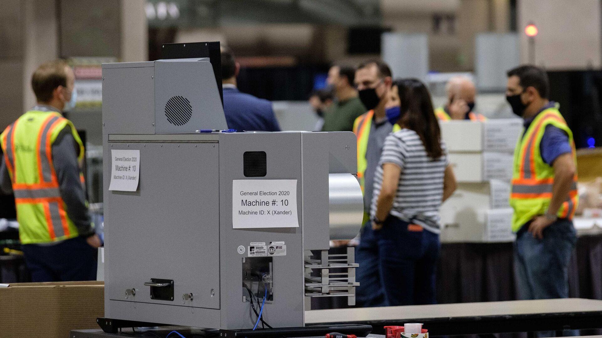 Машина для подсчета голосов внутри Конгресс-центра в Филадельфии - РИА Новости, 1920, 18.11.2020