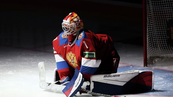 Голкипер сборной России по хоккею Ярослав Аскаров
