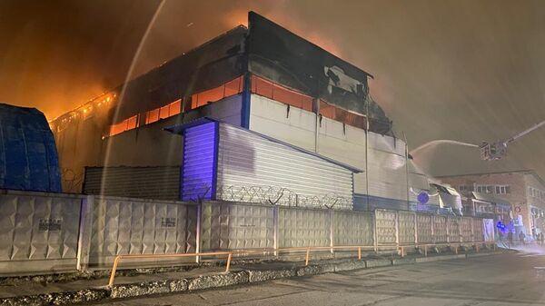 Пожар на складе с парфюмерией в Екатеринбурге