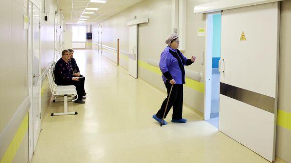 Пациенты в очереди на осмотр в больнице
